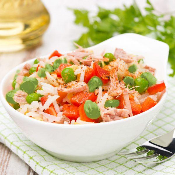 arroz com atum em bowl branco